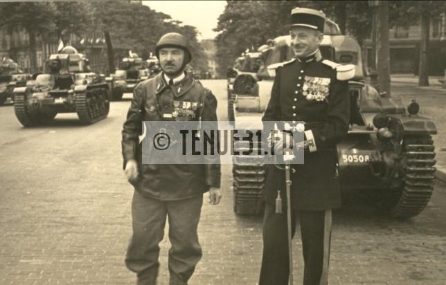 Officiers des chars lors d'un défilé du 14 juillet