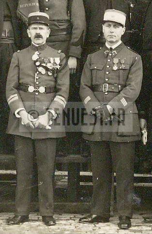 4e régiment de zouaves lieutenant-colonel et capitaine tirailleur.