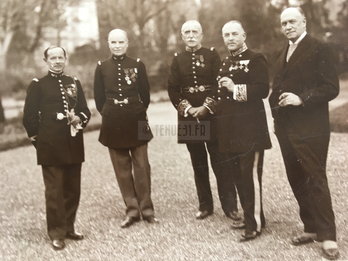 Général Préfet et officiers chasseurs
