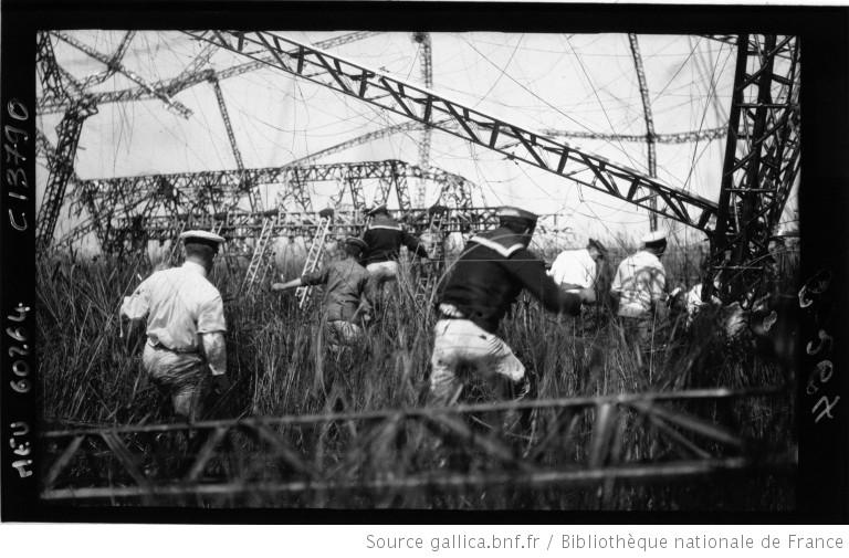Zeppelin abattu à Salonique source: Gallica